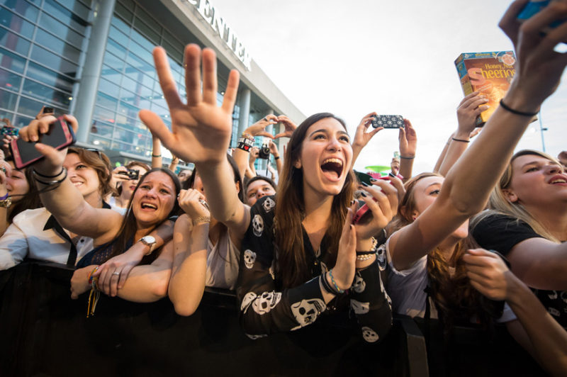 Girls going crazy for Ed Sheeran at the pre-show outdoor concert ahead of Y100's Jingle Ball in Miami, Florida